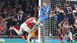 epa04985948 Arsenal's Olivier Giroud (2-L) scores the 1:0 against (L-R) Jerome Boateng, Manuel Neuer, Thomas Mueller and Joshua Kimmich during the UEFA Champions League Group F match between FC Arsenal London and Bayern Munich at the Emirates Stadium in London, Britain, 20 October 2015.  EPA/TOBIAS HASE